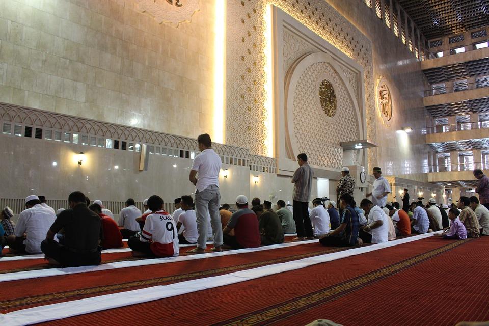 Tips Menjaga Sholat Berjamaah di Masjid